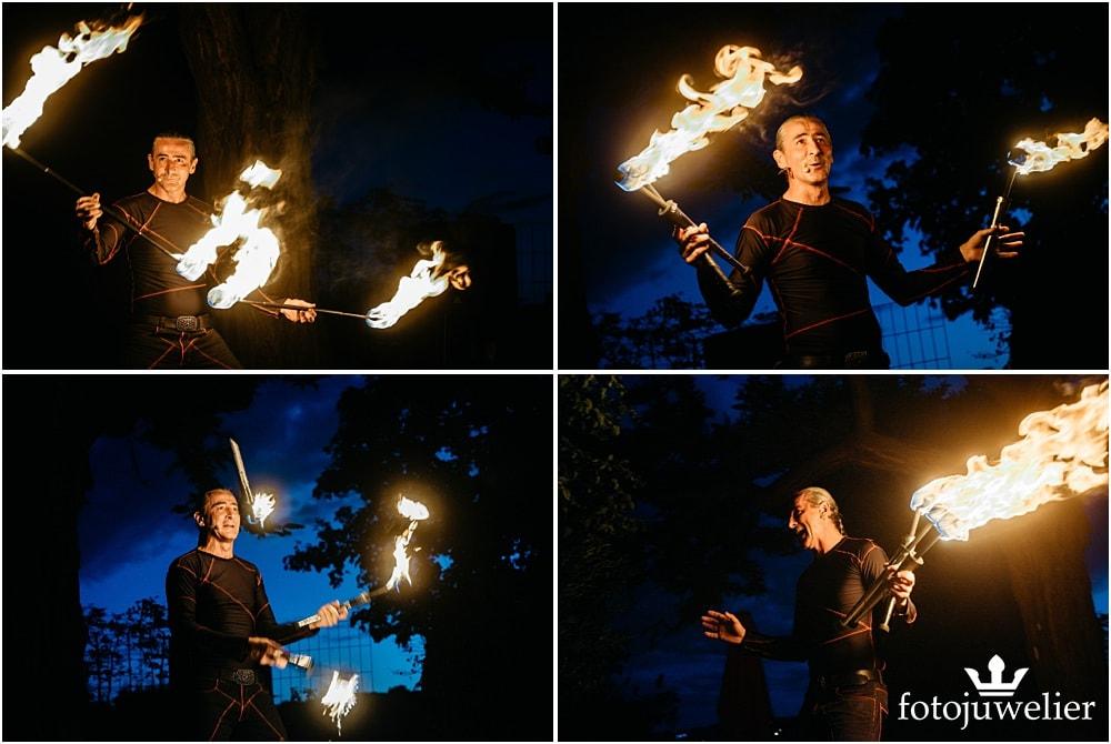 """Eventfotos vom Eventfotograf - Feuershow """"Der Lemmi"""" - Mann jongliert mit Fackeln"""